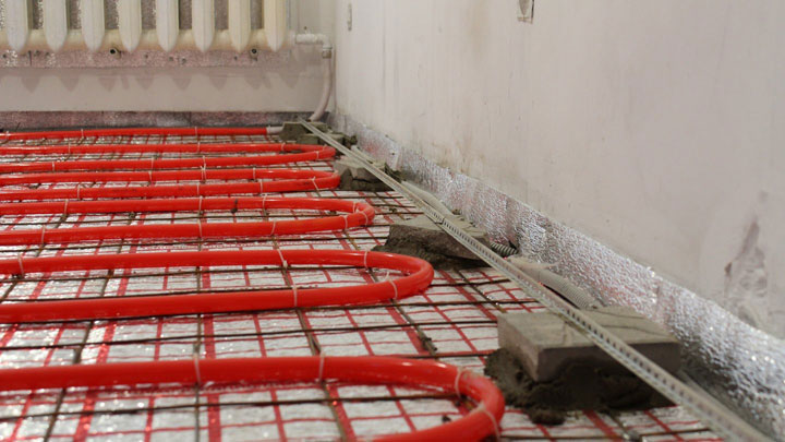 Один из финальных этапов монтажа теплого водяного пола