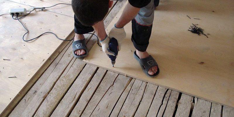 Как положить ламинат на деревянный пол самому (своими руками)