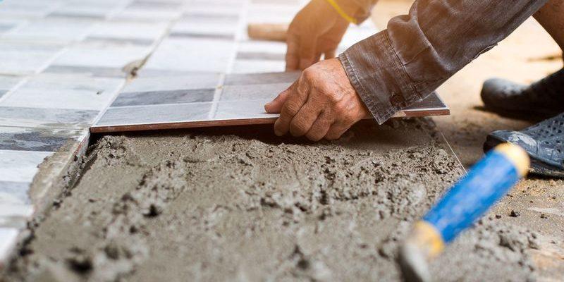 Можно ли класть плитку на цемент