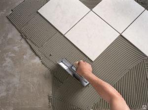 Укладка керамической плитки на цементный раствор